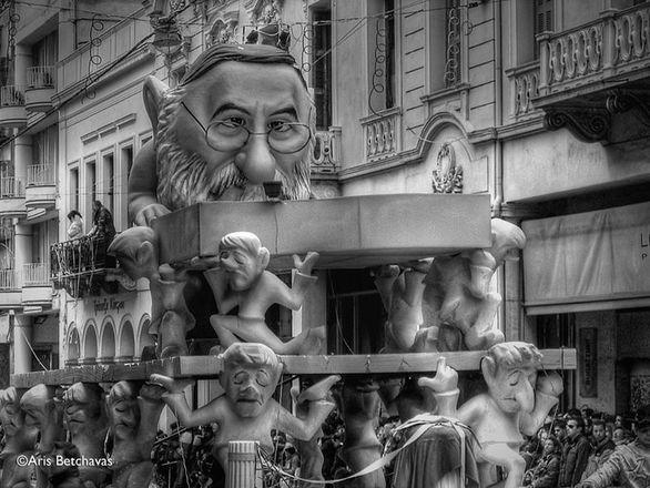 Το Καρναβάλι της Πάτρας μέσα από τα μάτια του Θάνου Μικρούτσικου