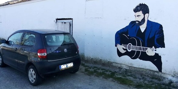 Ένα γκράφιτι στην Ξάνθη για τον Παντελή Παντελίδη (φωτο)