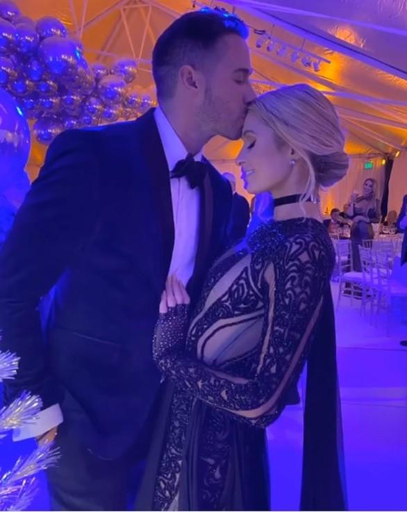 Αυτός είναι ο νέος σύντροφος της Paris Hilton (φωτο)
