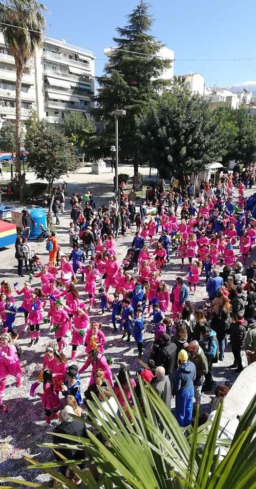 Η Πάτρα γέμισε καρναβαλοχρώματα και παιδικές φωνές (νέες φωτο)
