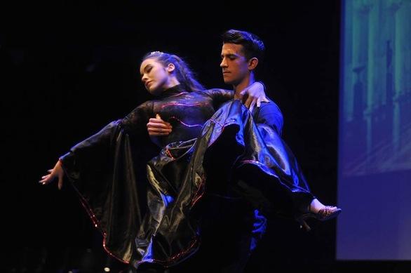Πάτρα - Ένα ξεχωριστό χορευτικό show στην πλατεία Γεωργίου