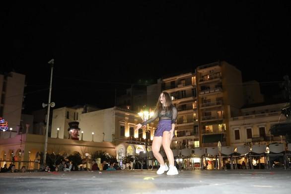 Πάτρα - Μια γερή δόση χορευτικού θεάματος στην πλατεία Γεωργίου (φωτο)