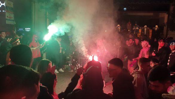 Χαμός έως το ξημέρωμα στον πεζόδρομο της Ρήγα Φεραίου (φωτο)