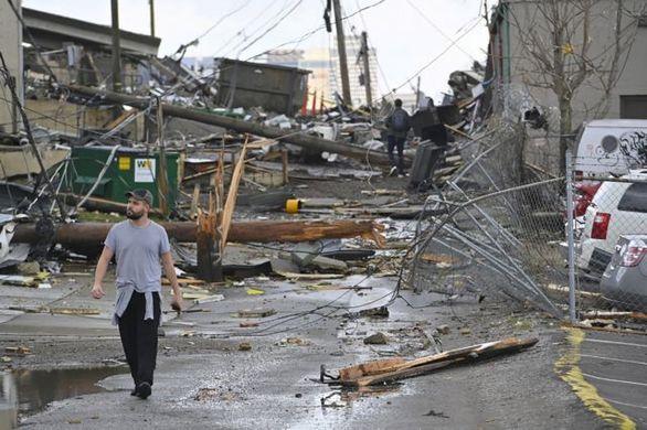 """ΗΠΑ: Ανεμοστρόβιλοι """"χτύπησαν"""" το Τενεσί - Τουλάχιστον 22 νεκροί"""