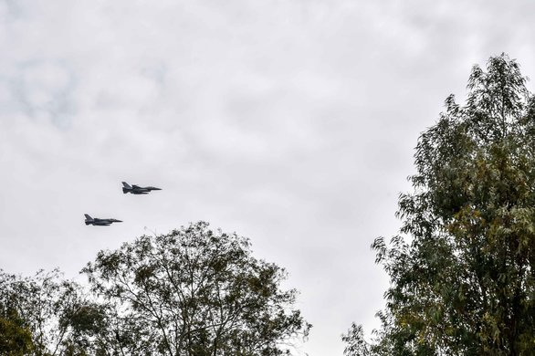 """Πάτρα: Μαχητικά αεροσκάφη της Πολεμικής Αεροπορίας εμψύχωσαν τους """"εγκλωβισμένους"""" (pics)"""