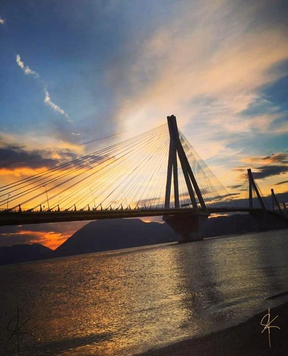 Κορωνοϊός: To ηλιοβασίλεμα της γέφυρας Ρίου - Αντιρρίου σκορπά αισιοδοξία