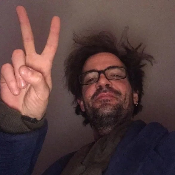 Σχεδόν αγνώριστος ο Νίνο, σε selfie φωτογραφία που δημοσίευσε!