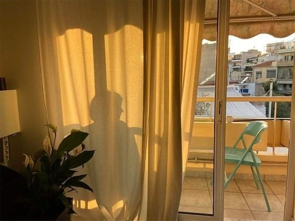 Η Δανάη Μιχαλάκη μένει σπίτι με τον αγαπημένο της