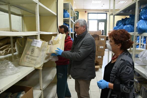 Πάτρα: Διανομή βιβλίων σε οικογένειες που στηρίζονται με τρόφιμα (φωτο)