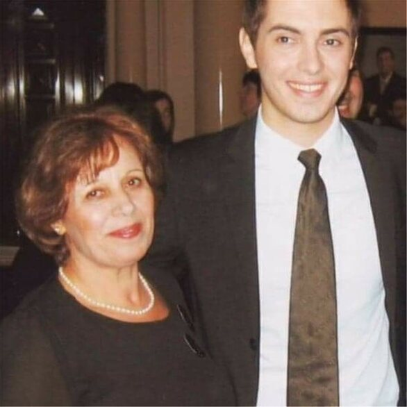 O Μιχάλης Χατζηγιάννης ευχήθηκε «χρόνια πολλά» στη μητέρα του