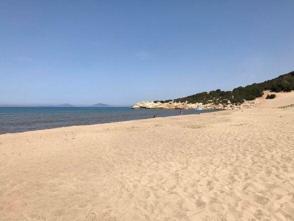 Η παραλία της Καλογριάς σε ρυθμούς 70s εν έτει 2020 (φωτο)