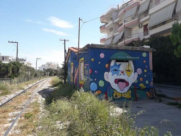 Πάτρα - Ένα διαφορετικό σπιτάκι του ΟΣΕ! (φωτο)
