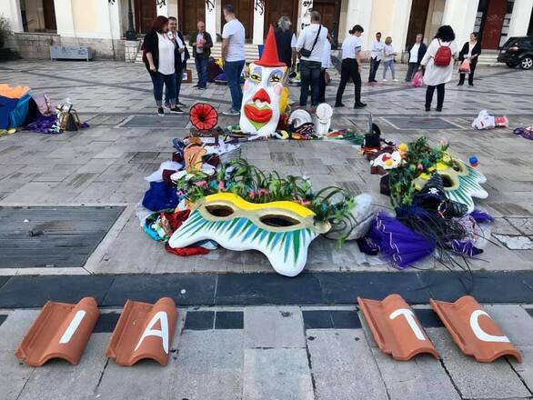 """Πάτρα: """"Στέγη για το Καρναβάλι"""" στην πλατεία Γεωργίου (φωτο)"""
