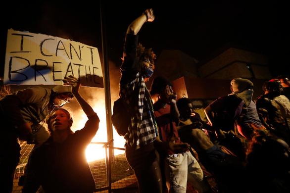 Ιστορικό βίας για τον αστυνομικό που σκότωσε τον Αφροαμερικανό Τζορτζ Φλόιντ