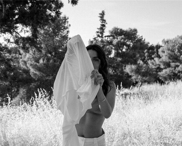 Η Τόνια Σωτηροπούλου φωτογραφήθηκε στη φύση