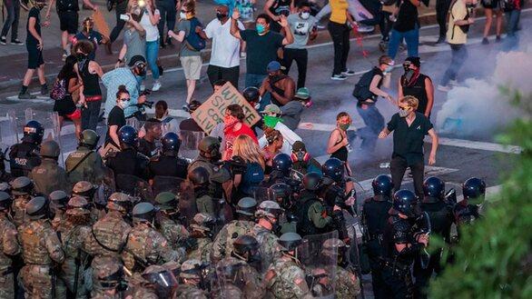 Δολοφονία Φλόιντ: Σε απόσταση αναπνοής από την Ουάσιγκτον 1.600 στρατιώτες