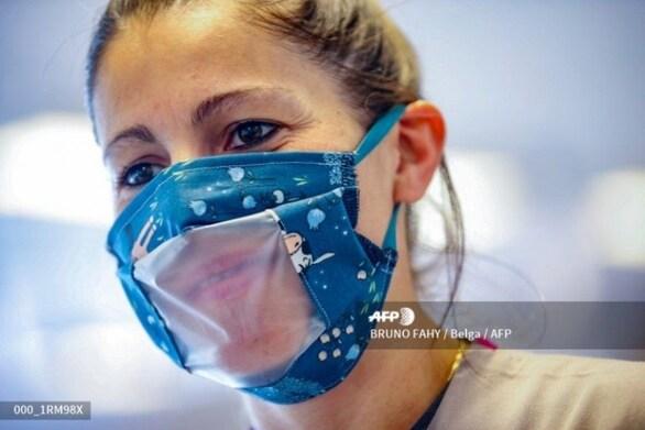 Κορωνοϊός - Αμερικανίδα σχεδιάστρια εφηύρε τη μάσκα που... δεν κρύβει το στόμα (φωτο)