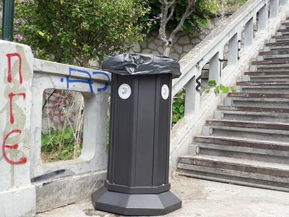 Πάτρα: Kαλάθια απορριμμάτων τοποθετήθηκαν στις Σκάλες Αγίου Νικολάου (φωτο)