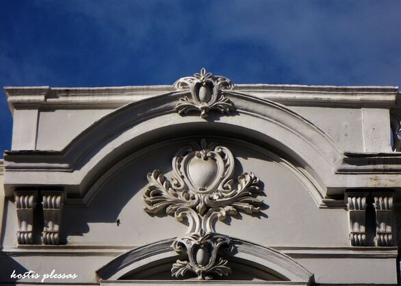 Η ξεχωριστή και ιδιαίτερη διακοσμητική των παλιών κτιρίων της Πάτρας (φωτo)