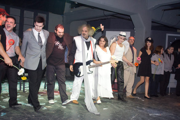 """Πάτρα - Το """"Ρεφενέ"""" παρουσιάζει τη θεατρική παράσταση «Πούπουλα»"""