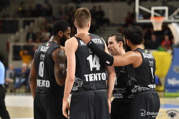 H Aquila Basket Trento, που λόγω χορηγού ονομάζεται Dolomiti Energia Trento εδρεύει στο Τρέντο στις Ιταλικές Άλπεις στην Βόρεια Ιταλία. Ιδρύθηκε το 1995 μετά την συγχώνευση 2 τοπικών ομάδων και αγωνίζεται με χρώματα το λευκό και το μαύρο. Ήταν 2 φορές φιναλίστ του Πρωταθλήματος Ιταλίας (το 2017 και το 2018), ενώ αυτή θα είναι η 4η συμμετοχή στο EuroCup, όπου έφτασε στα ημιτελικά το 2016.  Kατά την αγωνιστική χρονιά 2018-19 κατέλαβε την 6η θέση στην κανονική περίοδο του Πρωταθλήματος Ιταλίας με 17 νίκες και 13 ήττες και αποκλείστηκε στα προημιτελικά των play-off με 2-3 από την πρωταθλήτρια Umana Reyer Venezia. Αγωνίστηκε, επίσης, στην Ευρώπη, όπου κατέλαβε την 6η θέση στο Group C της κανονικής περιόδου του 7DAYS EuroCup με 3 νίκες και 7 ήττες.