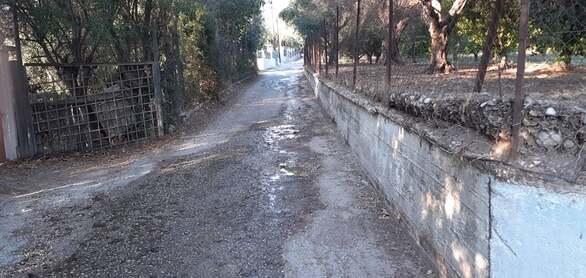 Δρόμοι λίμνες στην Πάτρα - Σπασμένοι αγωγοί της ΔΕΥΑΠ (φωτο)