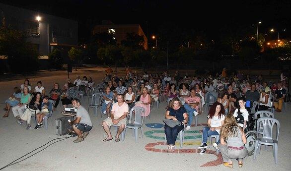 Οι Πατρινοί απόλαυσαν μια όμορφη κινηματογραφική βραδιά στο σχολικό συγκρότημα της Δροσιάς (φωτο)