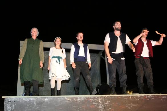"""Η """"Γκόλφω"""", πρόσφερε μια μοναδική εμπειρία στους θεατές του αρχαίου θεάτρου Αιγείρας (φωτο)"""