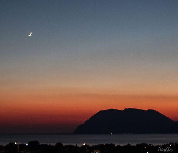 Η νέα σελήνη ήρθε και η Πάτρα την… προσκυνά!