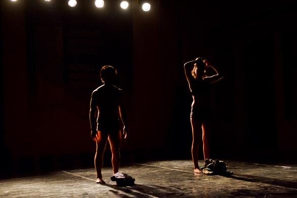 """Πάτρα: Η παράσταση """"Exodos"""" έκανε δυναμική είσοδο στο Διεθνές Φεστιβάλ! (pics)"""