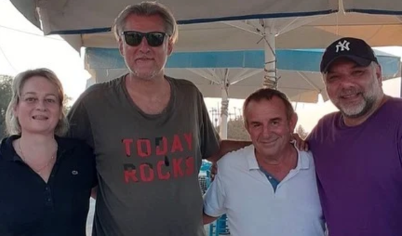 Αρναούτογλου - Αντωνίου: Διακοπές στην Ελαφόνησο (φωτο)