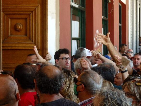 Πάτρα: Γκάφα ολκής πίσω από τον συνωστισμό στο «Απόλλων» για ένα δωρεάν εισιτήριο!