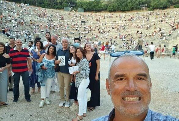 """Βασίλης Αθανασόπουλος - Ο Αχαιός που χειροκροτήθηκε στην Επίδαυρο με τους """"Πέρσες"""""""