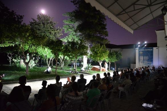 Πάτρα: Το Αίθριο του Παλαιού Δημοτικού Νοσοκομείου μετατράπηκε σε… θεατρική στέγη (φωτο)