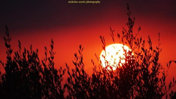 Πάτρα - Το ματωμένο ηλιοβασίλεμα του Αυγούστου είναι υπέροχο! (φωτο)
