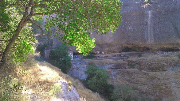Η Μονή που κτίστηκε σε ένα γυμνό βράχο της Αχαΐας για την Παναγία (φωτο)