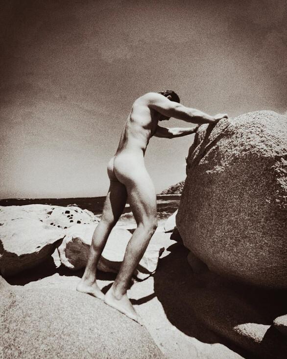 Ο Αποστόλης Τότσικας ολόγυμνος στο φακό της συζύγου του (φωτο)