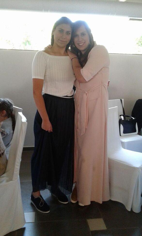 Οι δύο αδελφές, η Ναυσικά δέξια και η Μαρία αριστερά