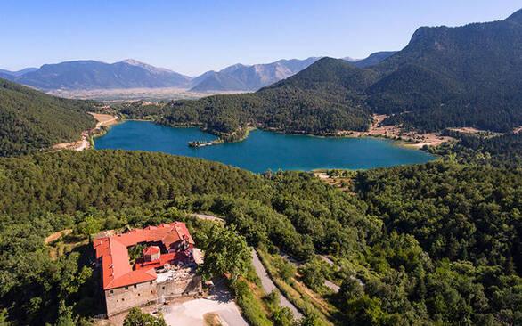 Λίμνη Δόξα - Η «Ελβετία» της Κορινθίας με το απέραντο φυσικό κάλλος (φωτο)