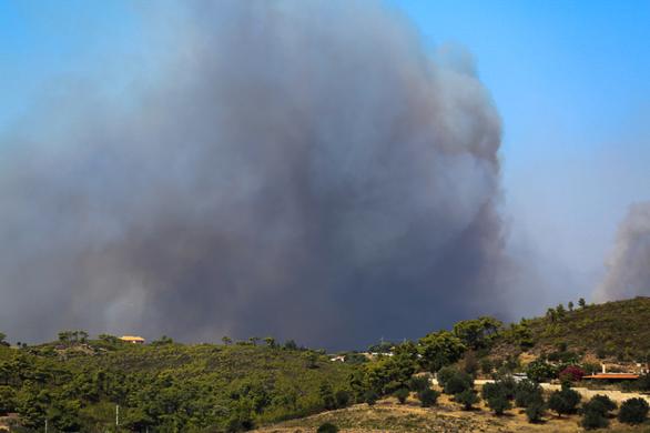 Φωτιά στην Κερατέα: Εκκενώθηκε οικισμός και Οικοτροφείο