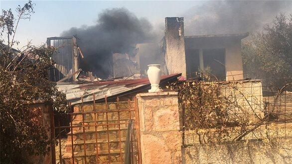 Φωτιά σε Καλύβια - Κερατέ:  Εκκενώθηκαν οικισμοί (pics+video)