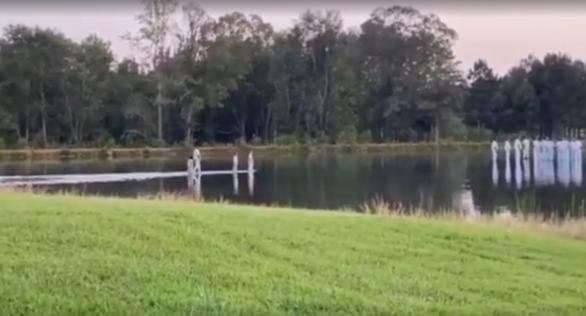Kanye West: «Περπάτησε στο νερό» μαζί με τα παιδιά του σε κυριακάτικη λειτουργία (φωτο)