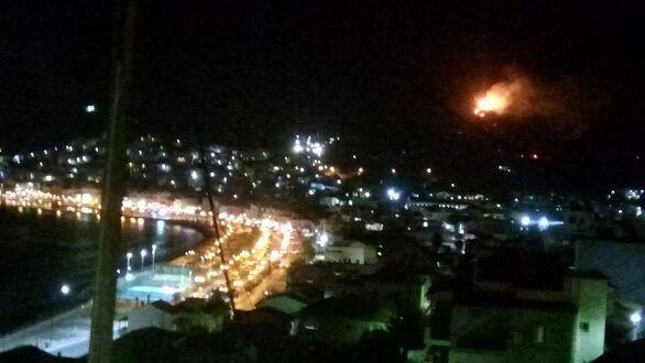 Μεγάλη φωτιά στον καταυλισμό στη Σάμο (φωτο)