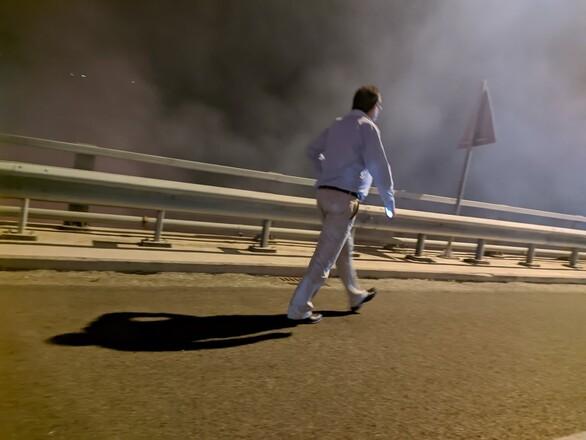 Πάτρα: Στο μέτωπο κατά της φωτιάς ο δήμαρχος Κώστας Πελετίδης (φωτο)