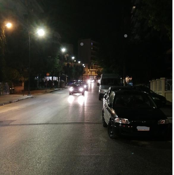 Πάτρα: Tοποθετήθηκαν νέα φωτιστικά στην οδό Αγίας Σοφίας (φωτο)