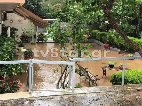 Σαρώνει η κακοκαιρία «Ιανός»: Πλημμύρισαν σπίτια στη Φθιώτιδα (φωτο)