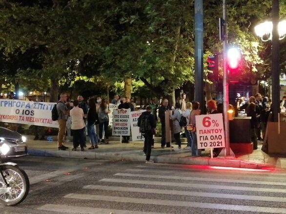 Μεταμεσονύκτια διαμαρτυρία στο Σύνταγμα για τον κλάδο της εστίασης (φωτο)