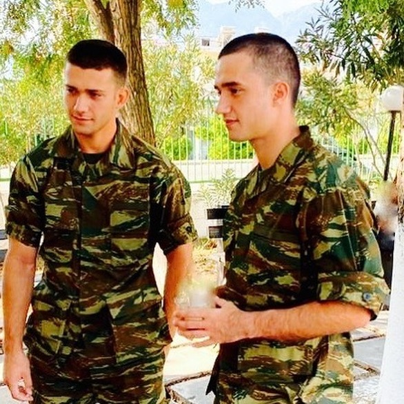 Οι γιοι της Μαρίας Μπακοδήμου πήγαν στον στρατό (pics)