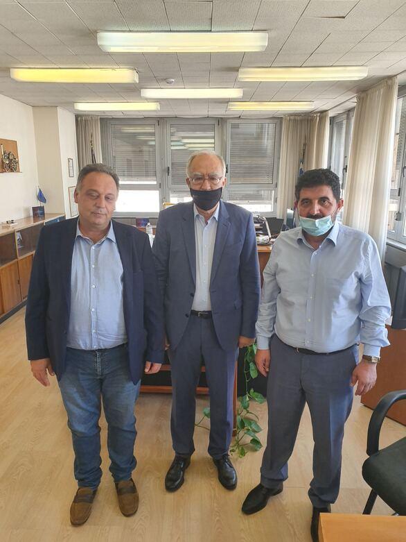 Ο Δήμαρχος Καλαβρύτων, Θανάσης Παπαδόπουλος, με τον Διευθύνοντα Σύμβουλο του ΟΣΕ, Αθανάσιο Κοτταρά και το μέλος του Δ.Σ. και Πρόεδρο της Επιτροπής Ελέγχου, Γεράσιμο Κατσιγιάννη