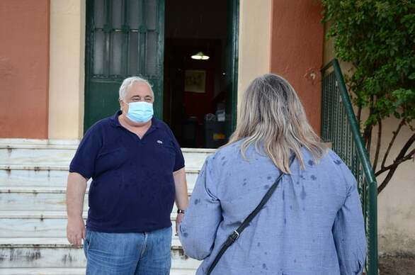 Πάτρα: Συνεργείο του Δήμου προχώρησε σε απολύμανση του δημοτικού σχολείου Αγ. Βασιλείου (φωτο)